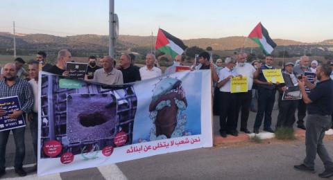 دعمًا للأسرى: تظاهرة أمام معتقل الجلمة بتنظيم لجنة المتابعة