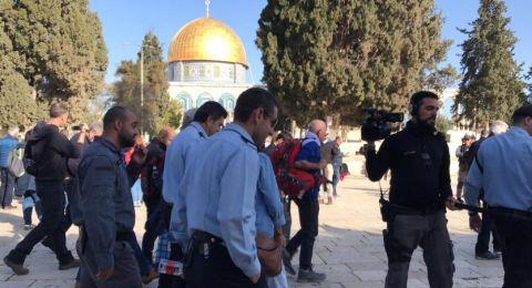 قائد الشرطة الإسرائيلية بالقدس برفقة