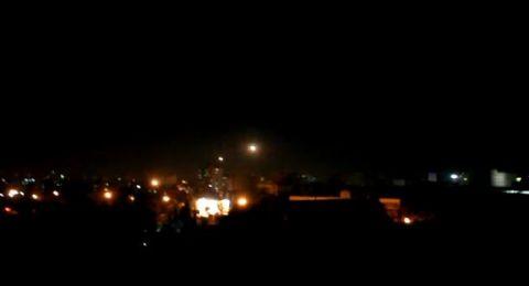 الجيش السوري أسقط أكثر من 30 صاروخًا إسرائيليًا .. واستشهاد 4 جنود