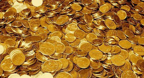 تراجع الدولار يفيد الذهب
