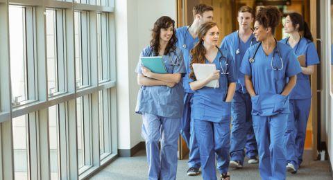 وزارة الصحة تعمم المعايير الجديدة للاعتراف بشهادات الطب من خارج البلاد