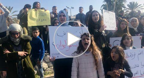 ام الفحم: صرخة ضد العنف والقتل، وأهالي الضحايا يغلقون شارع 65