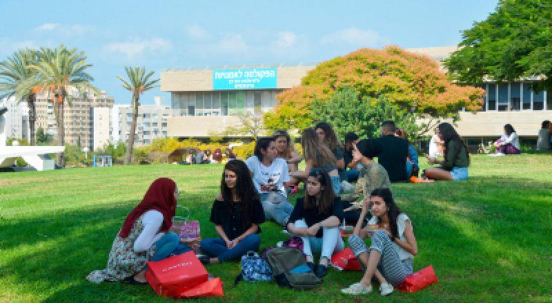 لطلاب الجامعات .. بهالطريقة بتكون فترة تعليمكم أسهل .. مع بنك هبوعليم