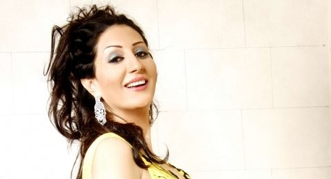 وفاء عامر  شاركت متخفية في مظاهرات التحرير