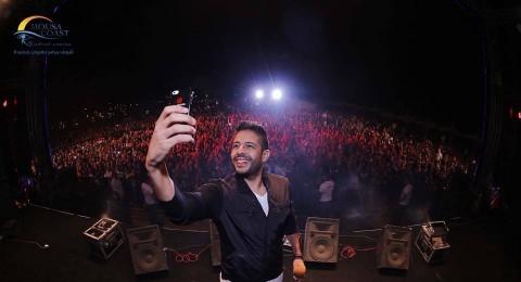 حماقي يصور نفسه مع جمهوره selfie على طريقة الاوسكار