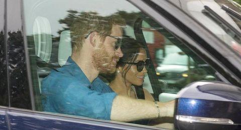 الصورة الأولى لهاري وميغان يتوجهان الى القصر