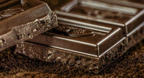 الشوكولاتة لا تزيد وزنك بل تحرق الدهون!