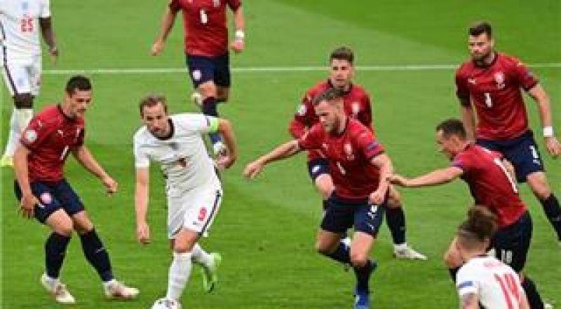 يورو 2020:هدف سترلينج يضع إنجلترا في صدارة مجموعتها