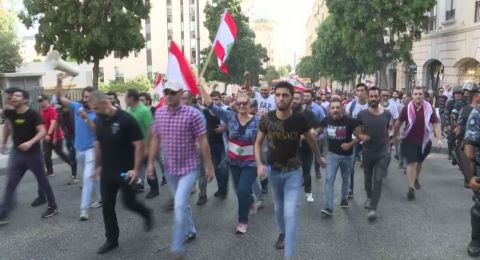 كتاب واعلاميون مقدسيون يتابعون تطورات المظاهرات في لبنان