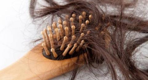 سبعة أسباب.. لماذا يتساقط الشعر؟