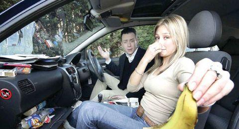 أزيلوا الروائح الكريهة من السيارة.. بهذه الطريقة