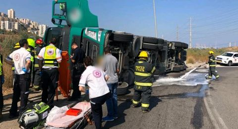 حيفا: إصابة سائق بانقلاب شاحنة وقود