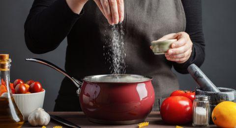 ما هو أثر تناول كميات كبيرة من الملح على الدماغ؟