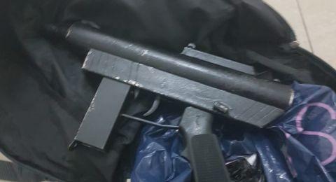 ميسر: اعقال شابين بعد العثور على اسلحة في بيتهما
