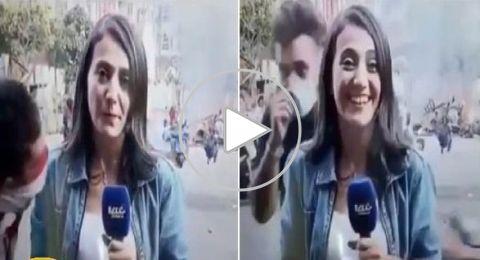 """قبلة مفاجئة لمراسلة قناة """"الحدث"""" وسط تظاهرات لبنان"""