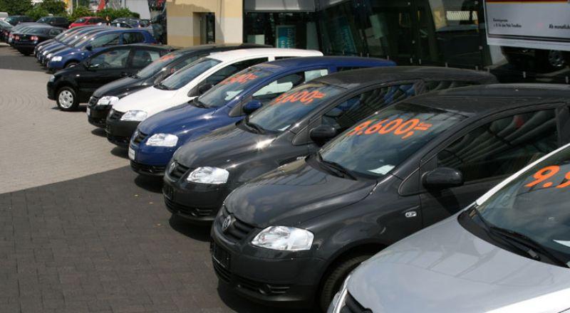 مصر... خبير يكشف عن انخفاض مرتقب في أسعار السيارات