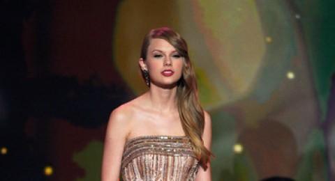 تايلور سويفت فنانة العام والفائزة الكبرى في حفل جوائز الموسيقى الأميركية
