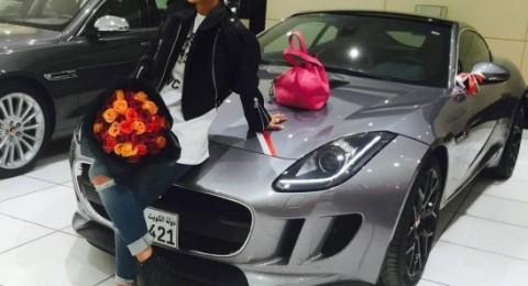 سيارة شجون الهاجري الفاخرة تشعل انستغرام! هل هي هدية؟
