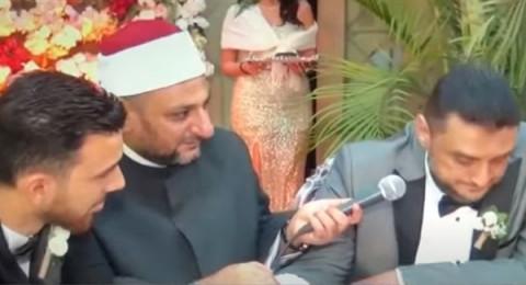 أب مصري يُبكي المأذون وجميع الحاضرين في عقد قران ابنته..