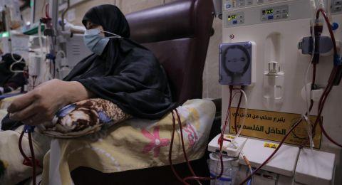 الحركة الإسلامية تقدم جهازي غسيل كلى لمجمع ناصر الطبي بخانيونس