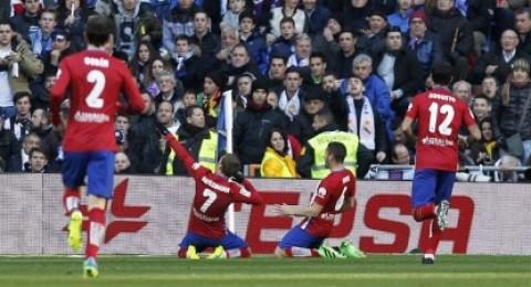 أتلتيكو يهزم ريال مدريد في عقر داره ويواصل مطاردة برشلونة المتصدر