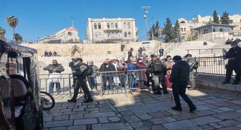 اسرائيل تواصل منع اهالي الضفة من صلاة الجمعة في الاقصى