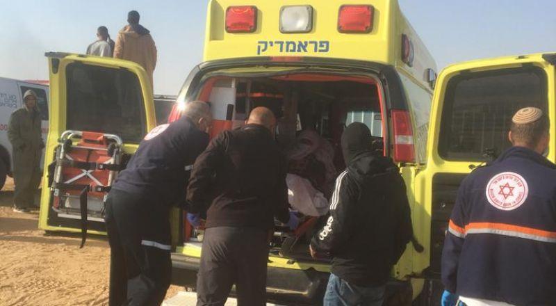 النقب: حملة تفتيش داخل قرية بير هداج، ومسنة تفقد وعيها بسبب حجز المواطنين