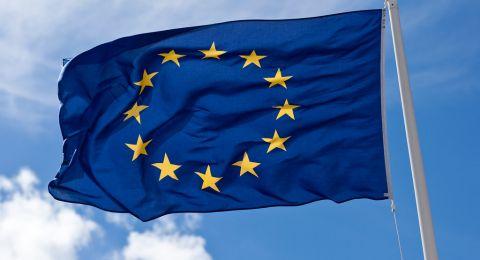 الاتحاد الأوروبي مستعد لتعزيز التجارة مع تركيا ويلوح بعقوبات