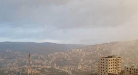 الطقس: أجواء غائمة وباردة وفرصة لسقوط أمطار متفرقة