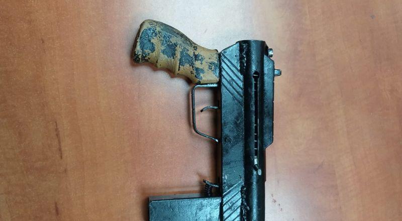 كفر قرع: شرطة إسرائيل تلقي القبض على مشتبه بإطلاق نار في الهواء وحيازة أسلحة غير قانونية