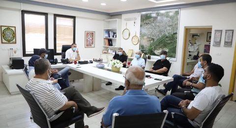 مجلس محلي كفرقرع يعقد جلسة طارئة لبحث وباء الكورونا ويؤكد عن وجود 14 حالة مؤكدة