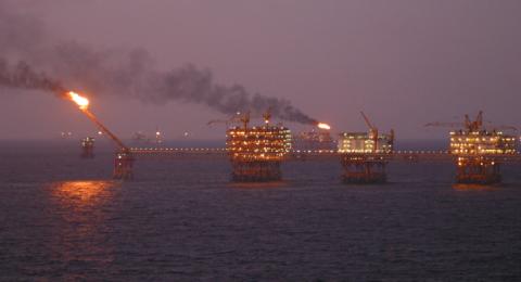 النفط يرتفع وسط زيادة التوترات عقب احتجاز ناقلة بالخليج