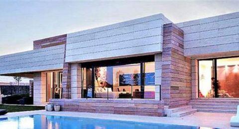 مشاهير جعلوا دبي موطنا لهم.. شقة في برج خليفة بمبلغ خيالي وقصر على شاطئ خاص!