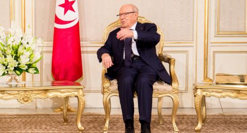 ماكرون أول الزعماء المتوجهين إلى تونس لحضور جنازة السبسي