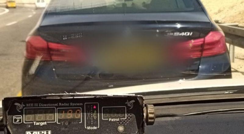 الشرطة تضبط سائق عربي يقود بسرعة 190 كم\س!