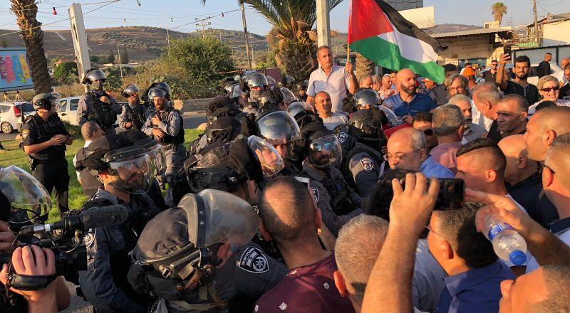 عرعرة: اعتقال شخصين بشبهة رشق حجارة على الشرطة والاعتداء على عناصرها