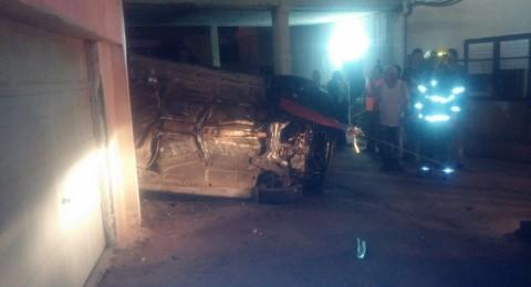 كسرى : تخليص سائق انقلبت مركبته في ساحة منزل