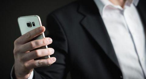 كيف تحمي عينيك من الهاتف باستخدام قاعدة 20-20-20؟