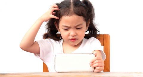 دراسة: نصف ساعة إنترنت كافية لتهديد صحة الأطفال!