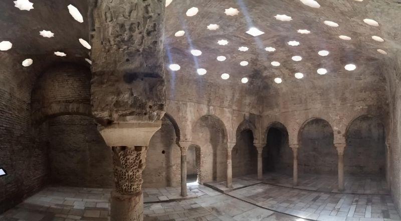 انهيار جدران حمامات عربية عمرها قرون في فيضانات الأندلس!