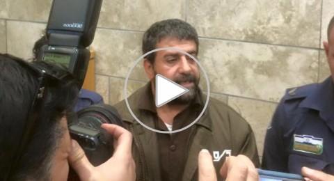 صدقي المقت داخل المحكمة الاسرائيلية يوجه تحية للرئيس السوري بشار الأسد