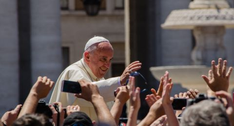 وسائل إعلام: بابا الفاتيكان غير مصاب بكورونا