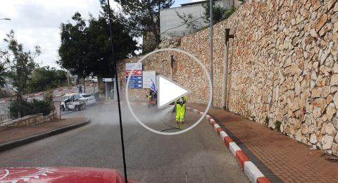 الناصرة: تعقيم محيط مستشفى الانجليزي كخطوة من وسائل الوقاية بالبلدات العربية