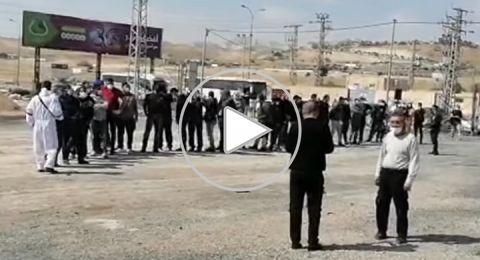 عمال فلسطينيون يعودون من إسرائيل بسبب كورونا