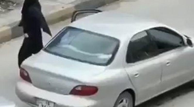 بالفيديو..منقبة تتحدى حظر التجول وترقص في شوارع الأردن.