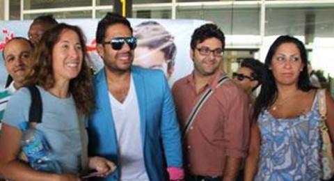 استقبال حافل لمحمد حماقي في مطار الأردن
