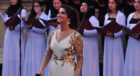 زين عوض تتألق في حفل افتتاح مهرجان جرش بفستان روماني إغريقي