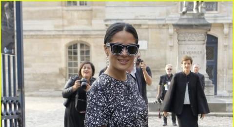 سلمى حايك بنظارات غريبة في أسبوع الموضة الباريسي