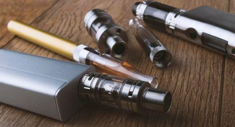وزارة الصحة تنظر في فرض حظر شامل على تسويق السجائر الالكترونية