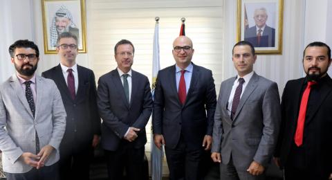 الوزير الهدمي يلتقي وفد الكومسيك واعضاء غرفة تجارة القدس